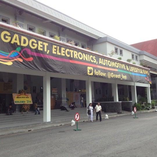 Das Foto wurde bei Jogja Expo Center (JEC) von Yopie P. am 12/1/2012 aufgenommen