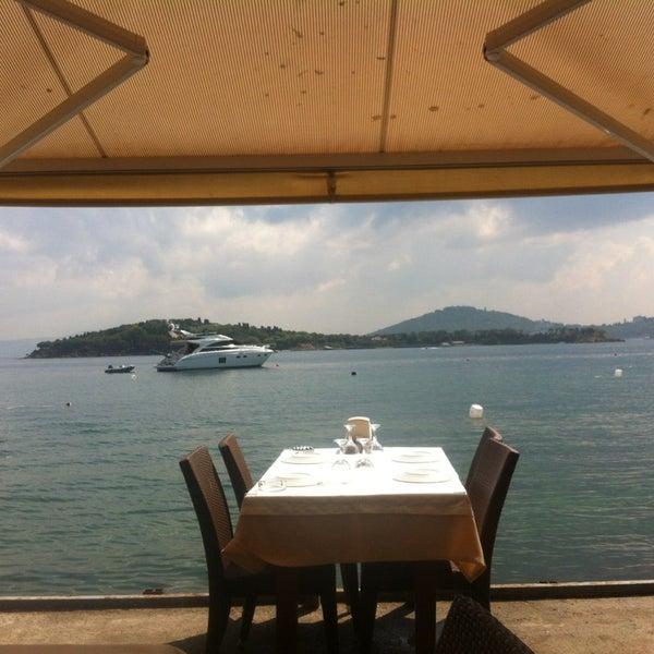 7/27/2013 tarihinde Serap Seçil B.ziyaretçi tarafından Yasemin Restaurant'de çekilen fotoğraf