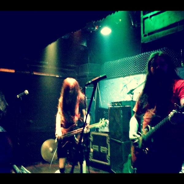3/23/2013 tarihinde Ebruziyaretçi tarafından Dorock Heavy Metal Club'de çekilen fotoğraf