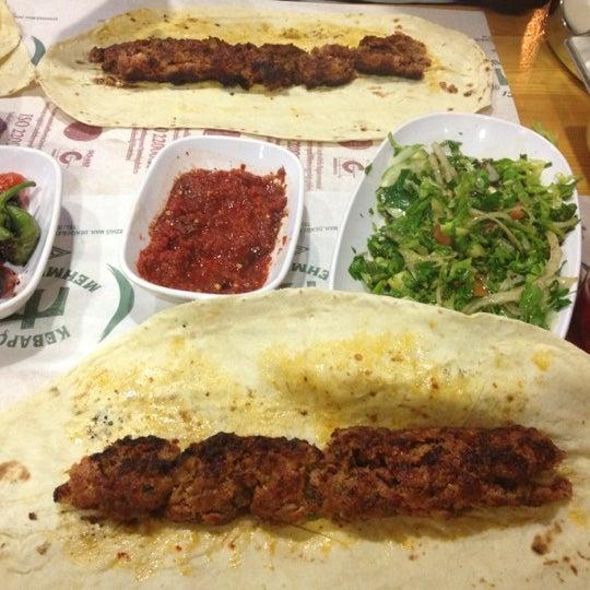 Das Foto wurde bei Mehmet Usta Kebap ve Ciğer Salonu von Derya Y. am 11/4/2012 aufgenommen