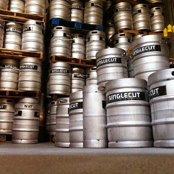 Foto tirada no(a) SingleCut Beersmiths por Adam K. em 4/6/2013