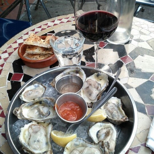 Photo prise au Nomad Restaurant par Sam P. le10/10/2012