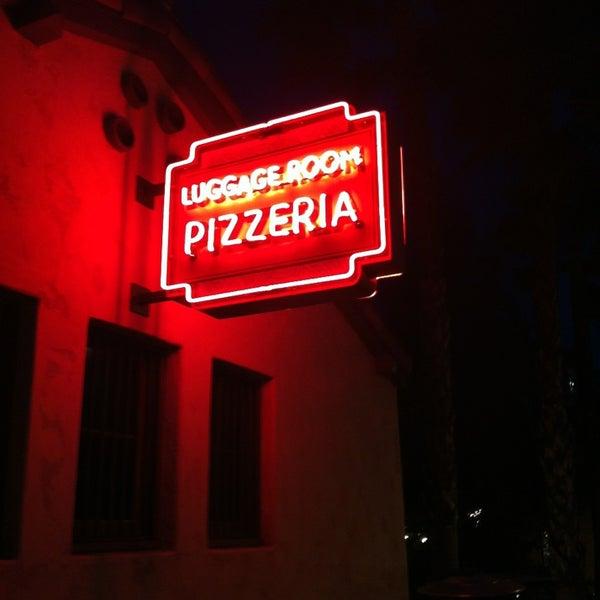 3/16/2013 tarihinde Daniel M.ziyaretçi tarafından The Luggage Room Pizzeria'de çekilen fotoğraf