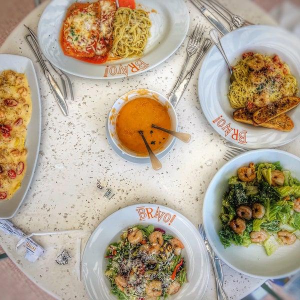 Das Foto wurde bei BRAVO! Cucina Italiana von Abdul Karim Syed am 7/29/2018 aufgenommen