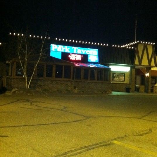 รูปภาพถ่ายที่ Park Tavern Bowling & Entertainment โดย Cheraya H. เมื่อ 4/13/2011