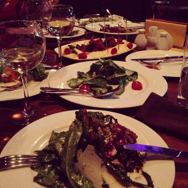 รูปภาพถ่ายที่ Moska Bar โดย Victoria S. เมื่อ 1/26/2013