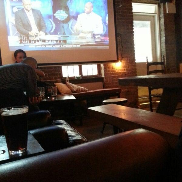 Foto scattata a Alphabet City Beer Co. da Adam G. il 3/24/2013