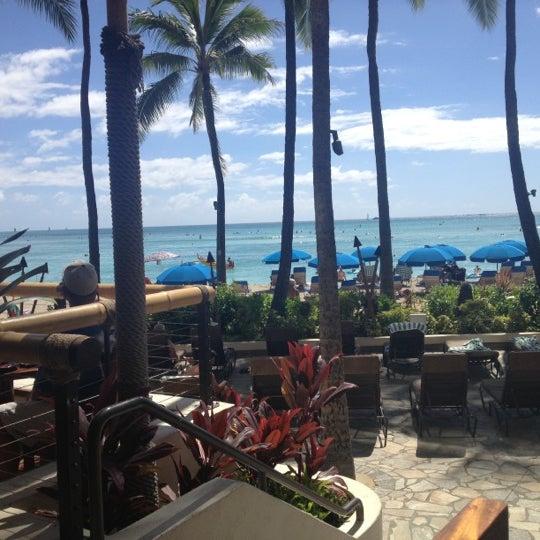 10/15/2012에 Tara님이 Duke's Waikiki에서 찍은 사진