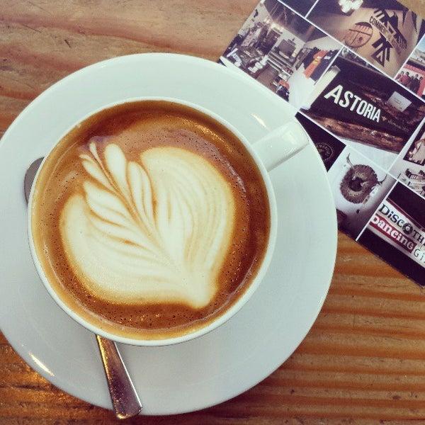 Foto diambil di Street 14 Cafe oleh Ashley H. pada 7/4/2013