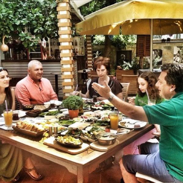 7/10/2013にŞenol B.がLimoon Café & Restaurantで撮った写真