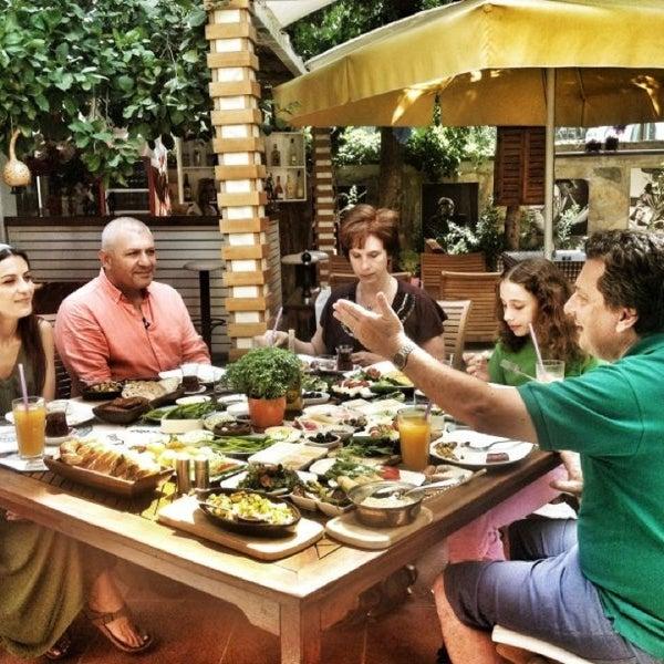 7/11/2013にŞenol B.がLimoon Café & Restaurantで撮った写真