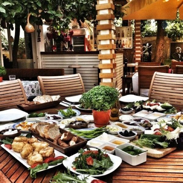 7/17/2013にŞenol B.がLimoon Café & Restaurantで撮った写真