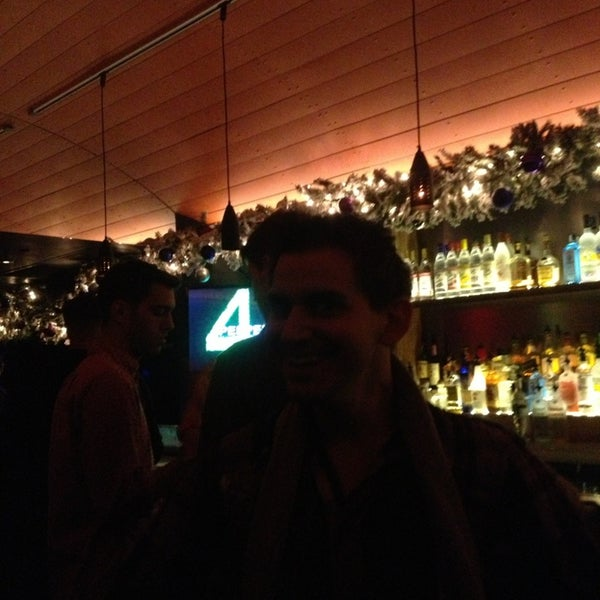 Foto scattata a Hardware Bar da Angel M. il 12/20/2012