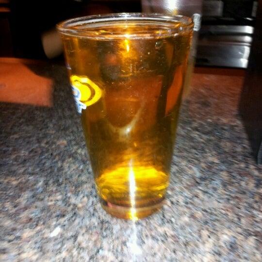 Foto tirada no(a) Huberts Sports Bar & Grill por Maria H. em 11/8/2012