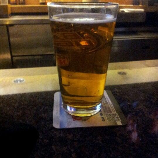 Foto tirada no(a) Huberts Sports Bar & Grill por Maria H. em 10/21/2012