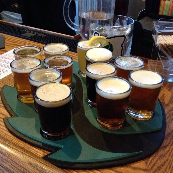 รูปภาพถ่ายที่ Hop Valley Brewing Co. โดย Billy เมื่อ 10/5/2013