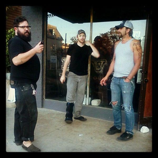 Das Foto wurde bei Dive Bar & Lounge von Bill S. am 11/24/2012 aufgenommen