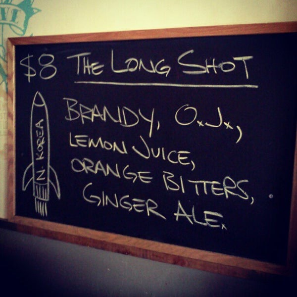 Das Foto wurde bei Dive Bar & Lounge von Bill S. am 4/10/2013 aufgenommen