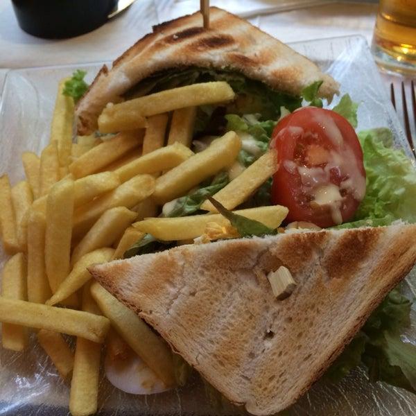 Die Sandwiches sind sehr lecker und ausreichend. Der Service war extrem freundlich und konnte Englisch.