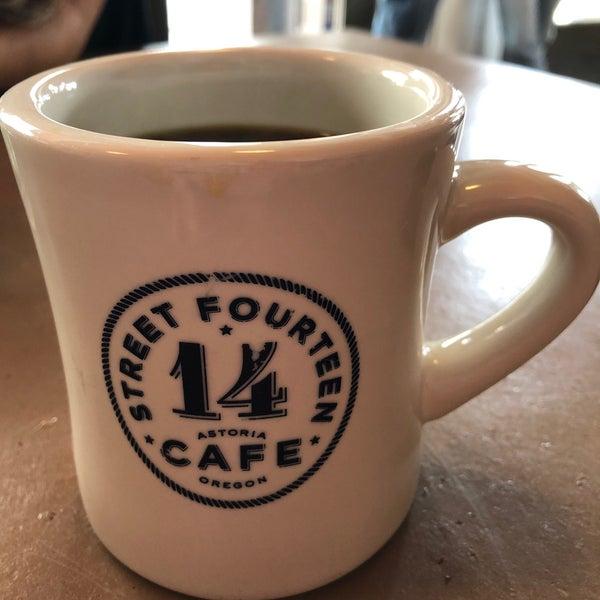 Foto diambil di Street 14 Cafe oleh Seth C. pada 8/24/2019