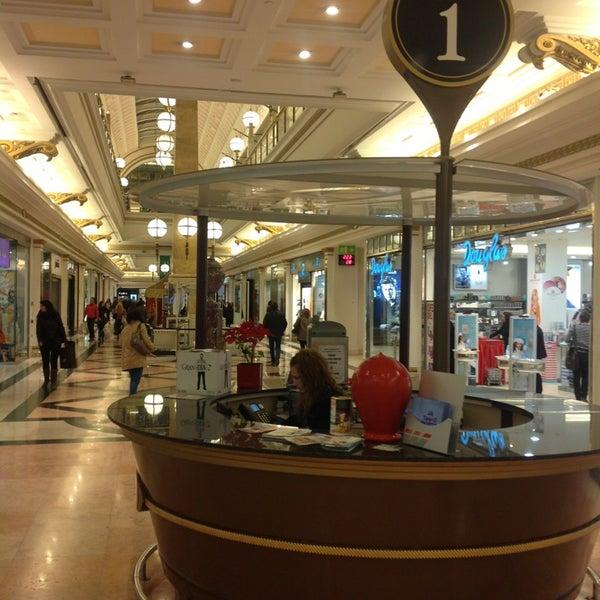 Foto tomada en Centro Comercial Gran Vía 2 por Antonio el 1/3/2013