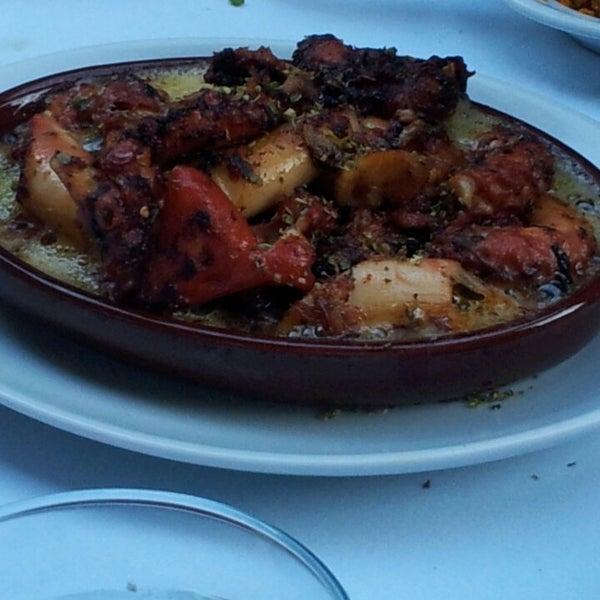 6/11/2013에 İnanç Ö.님이 Cunda Balık Restaurant에서 찍은 사진