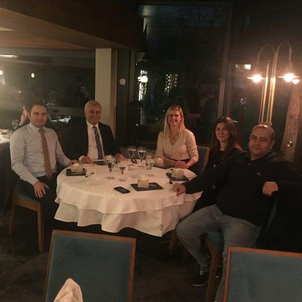 Foto tomada en Trilye Restaurant por M.Özkan el 12/15/2017