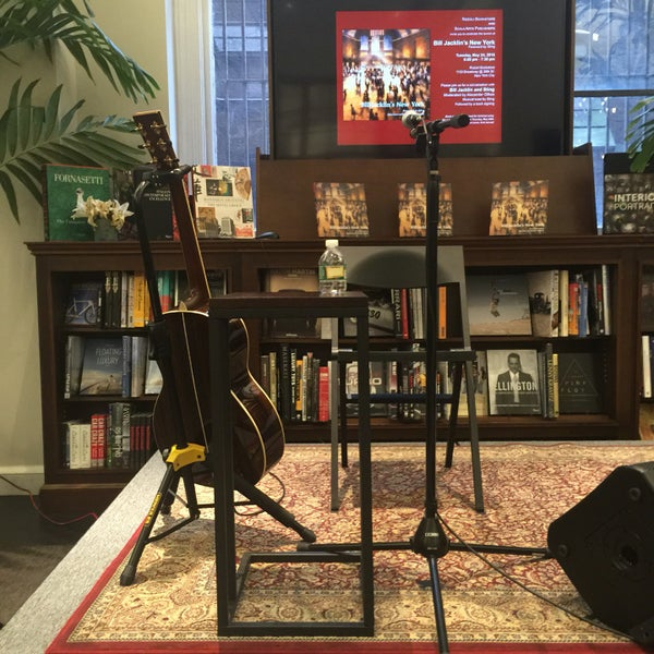 Снимок сделан в Rizzoli Bookstore пользователем Bobby R. 5/24/2016