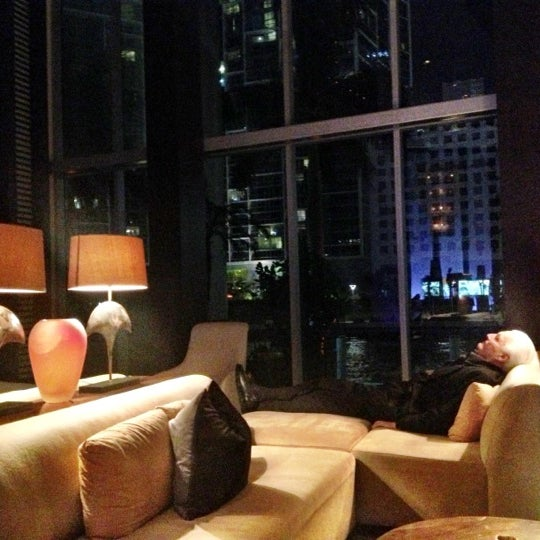 รูปภาพถ่ายที่ Zuma โดย Luisger L. เมื่อ 10/21/2012