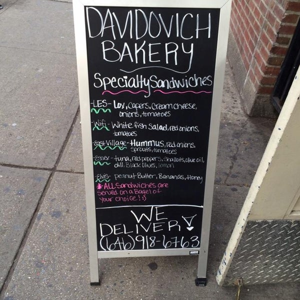 11/16/2013 tarihinde Davidovich Bagel Shop NYCziyaretçi tarafından Davidovich Bagel Shop NYC'de çekilen fotoğraf
