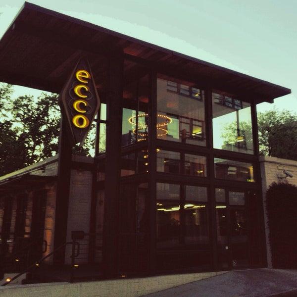 รูปภาพถ่ายที่ Ecco Midtown โดย Christina J. เมื่อ 4/21/2013