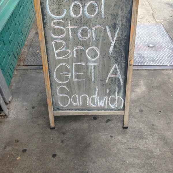 Foto tirada no(a) JoeDough Sandwich Shop por David Y. em 8/23/2013