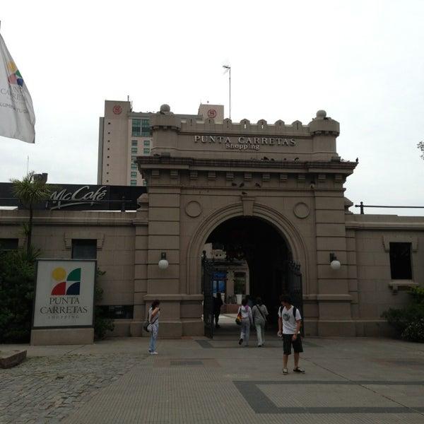 Foto tirada no(a) Punta Carretas Shopping por Andres D. em 12/19/2012