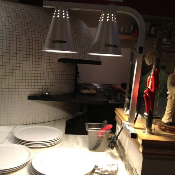 Foto scattata a Menomalé Pizza Napoletana da Adriana G. il 2/3/2013