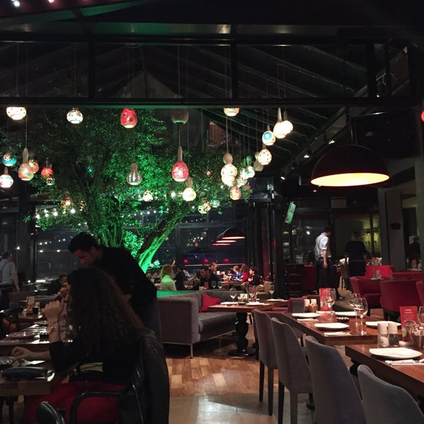 Photo prise au Cafe Locale İstanbul par Nur aygun le11/14/2014
