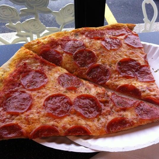 9/25/2012에 Suzanne님이 Joey's House of Pizza에서 찍은 사진