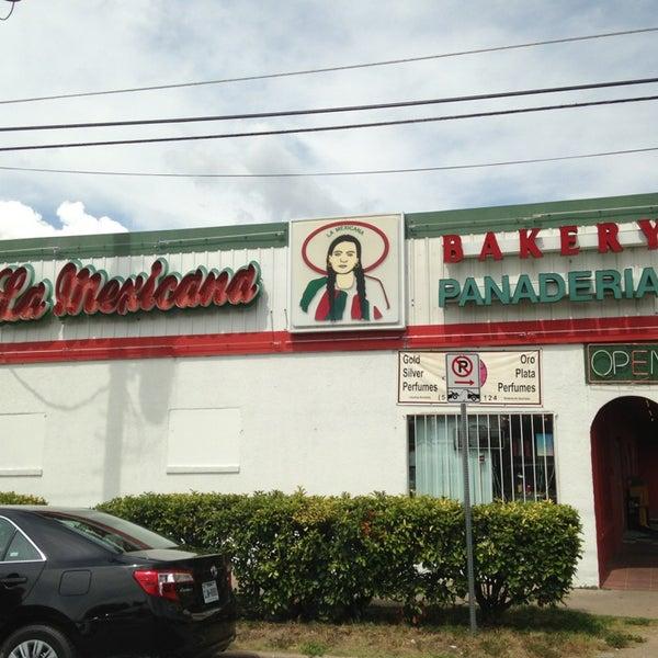 Снимок сделан в La Mexicana Bakery пользователем Joe S. 9/15/2013