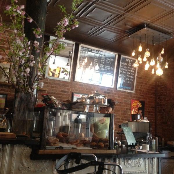 Das Foto wurde bei Lenox Coffee von Cole S. am 4/25/2013 aufgenommen