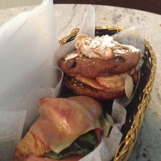 รูปภาพถ่ายที่ Croissanteria โดย Joe เมื่อ 10/27/2012