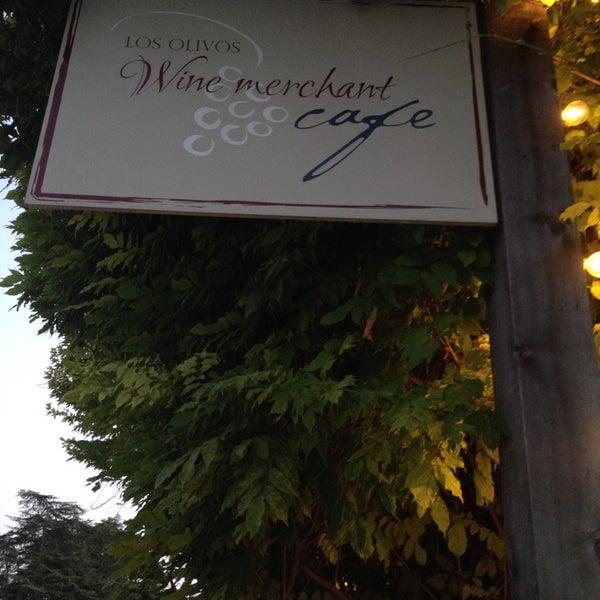 Foto scattata a Los Olivos Wine Merchant Cafe da Tamar il 7/1/2014