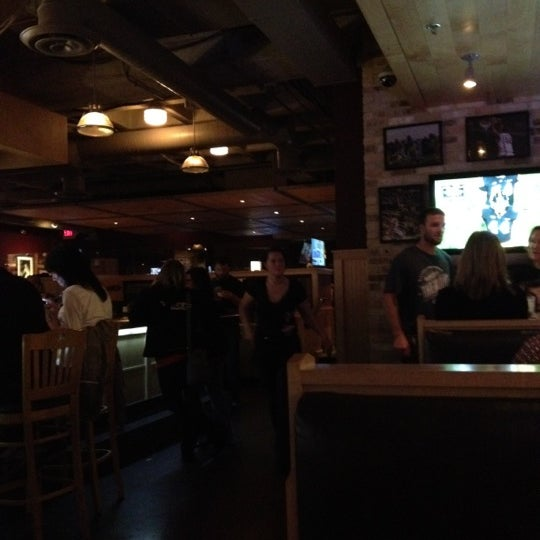 Foto tirada no(a) Huberts Sports Bar & Grill por Jay em 10/21/2012