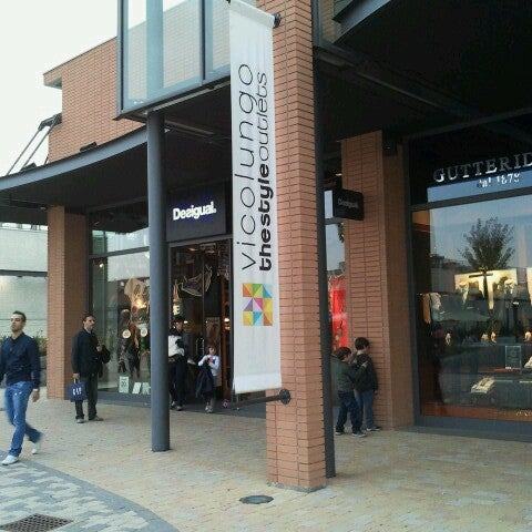 the latest a0656 3d097 Vicolungo The Style Outlets - Piazza Santa Caterina 1
