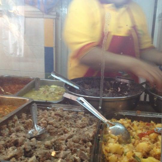 Foto tirada no(a) Tacos sarita por Zuri P. em 10/12/2012