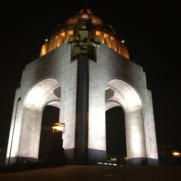Foto tomada en Monumento a la Revolución Mexicana por Claudia d. el 3/13/2013