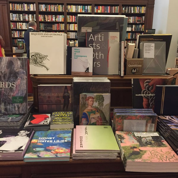 Снимок сделан в Rizzoli Bookstore пользователем Chanel L. 6/29/2017