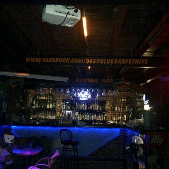Foto tirada no(a) Deep Blue Bar por Burak Ahmet G. em 10/13/2012