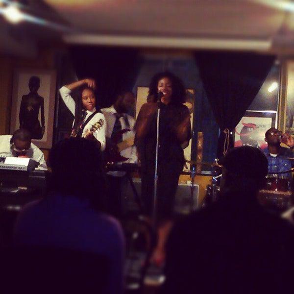 Foto scattata a Sankofa Books & Video da Tatyanna J. il 10/13/2012