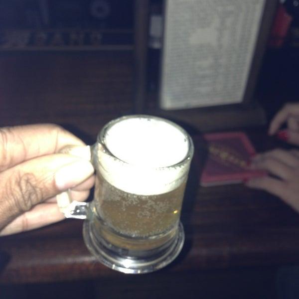 Das Foto wurde bei Fourth Avenue Pub von Cristaal D. am 10/8/2013 aufgenommen
