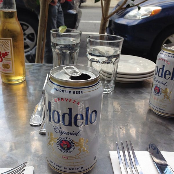 Foto tirada no(a) Cariño Restaurant and Cantina por Cristaal D. em 9/30/2013