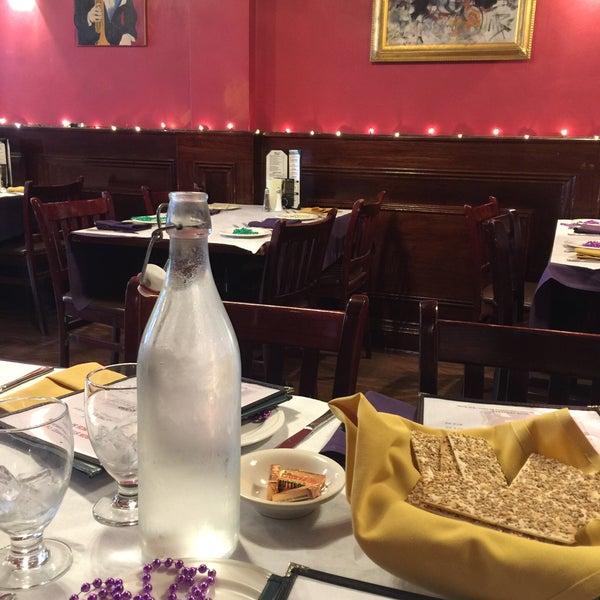 Foto scattata a Bourbon Street Restaurant and Catering da lyka mae f. il 5/29/2017